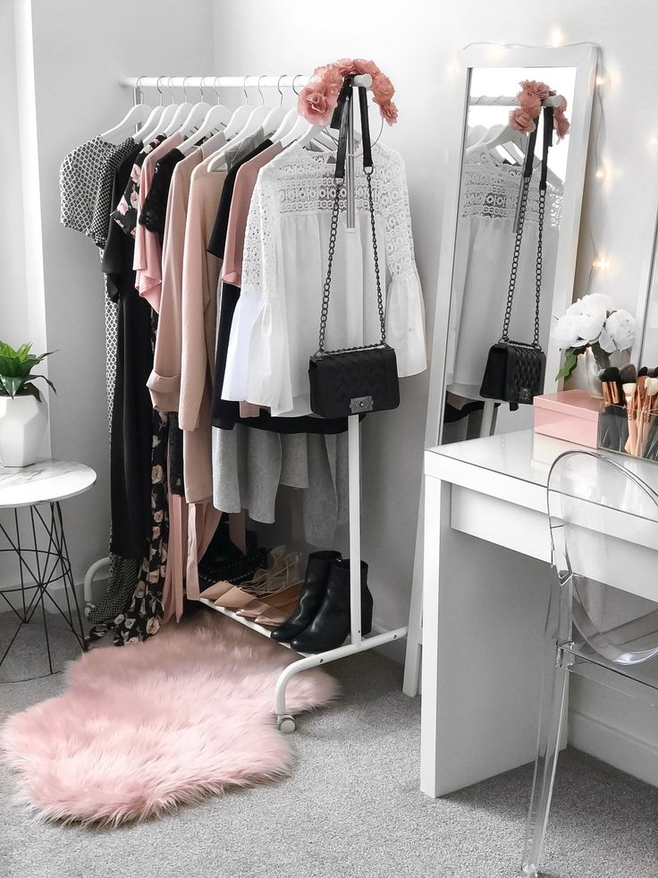 Merveilleux Empty Your Wardrobe Onto The Bed Where You Can See Them All Directly Is A  Great Approach To Get A Complete Vision Of What You Own, Linking What Works  Well ...